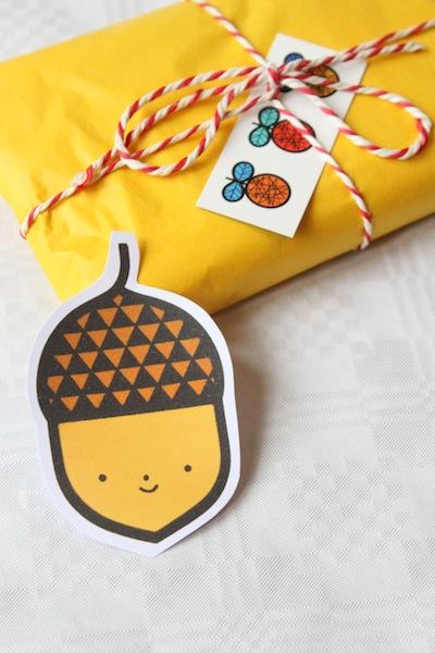 Acorn gift tag