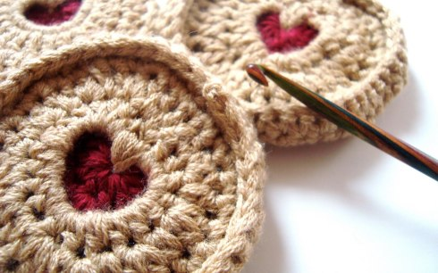 Crochet jammy dodger