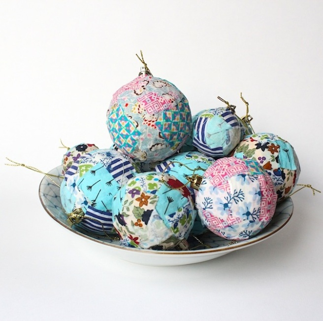Fabric baubles DIY