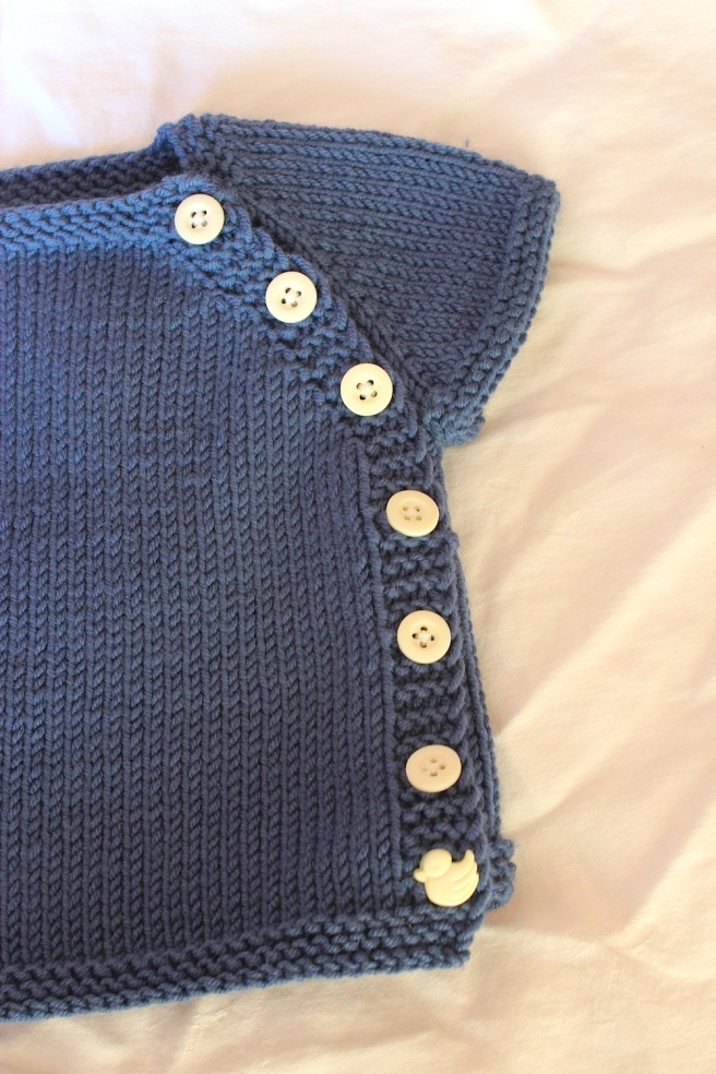 Hand knit baby cardigan, free pattern