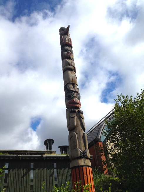 Horniman museum totem pole | Wolves in London