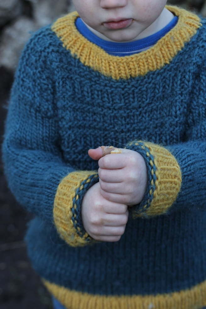 Handknit toddler jumper, free pattern